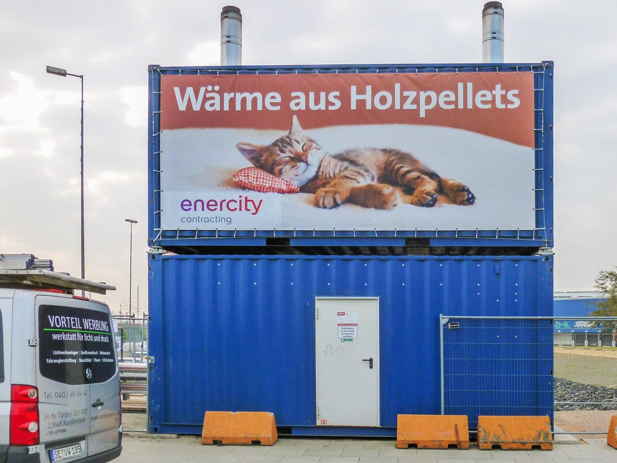 Netzvinylplane verspannt an einem Baucontainer in der Hamburger Hafencity