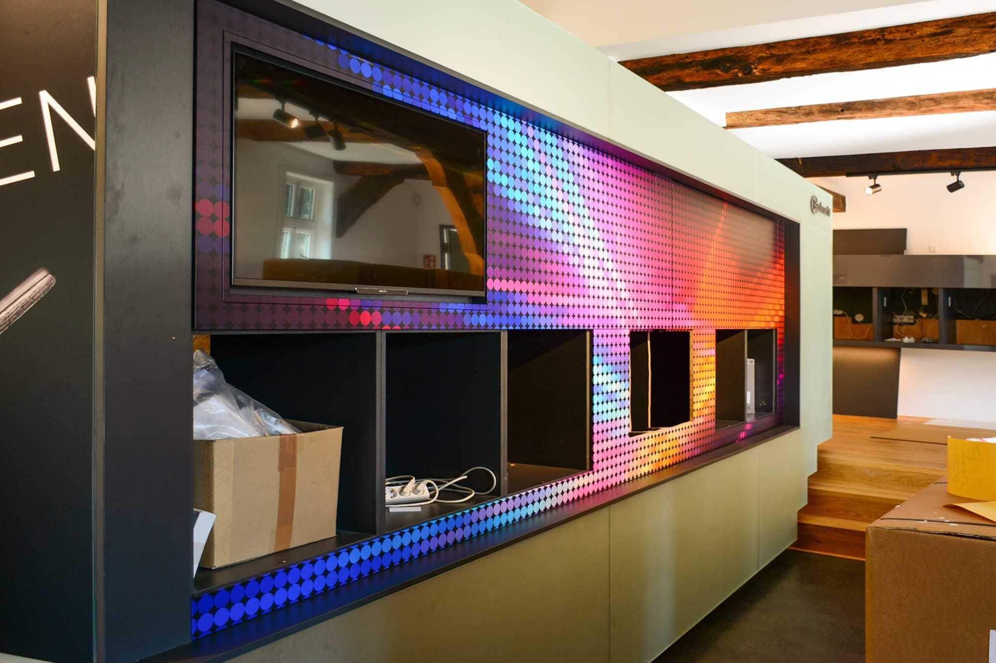 Folienbeklebung einer Küchenfront für eine Messeausstellung